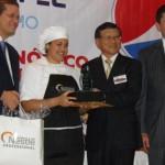 El Embajador, Isaac Tsai, entrega premio