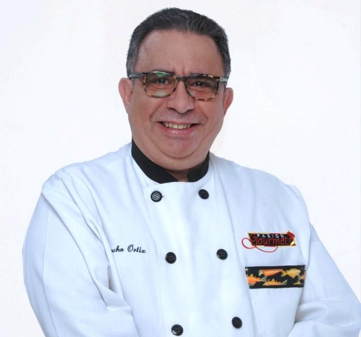 Chef juancho ortiz prepara maletas para puerto for Chefs famosos mexicanos