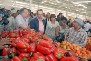 Ministro de Agricultura en Merca Santo Domingo