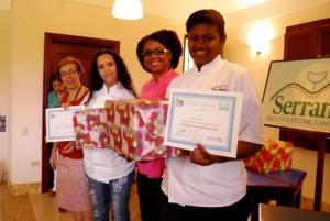 La Directora de Serranía y La Chefa con las ganadoras