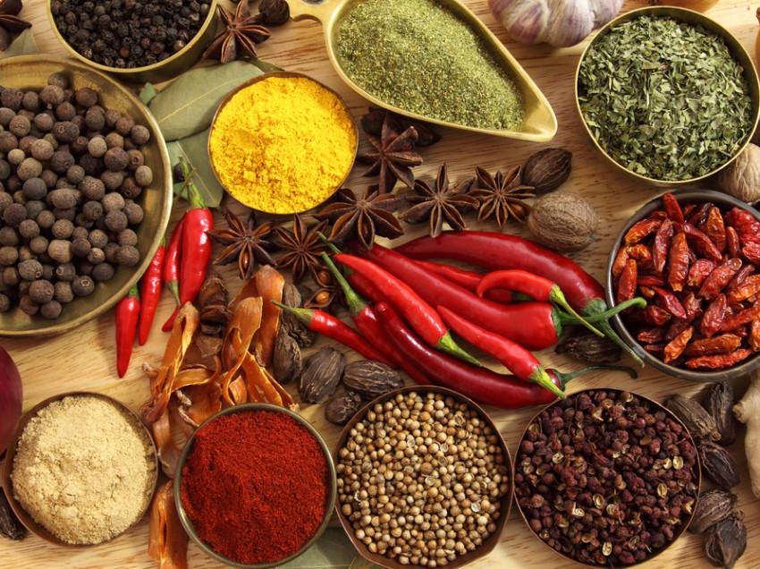 Cocinar con especias y condimentos