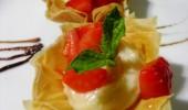 Tartaletas de masa filo con crema pastelera al ron con fresas