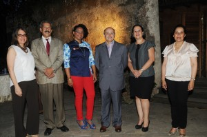 Principal- Ruth Herrera, José Guerrero, Rosa María Gómez (La Chefa), Mario Núñez, Lina Matos y María Teresa de Catrain