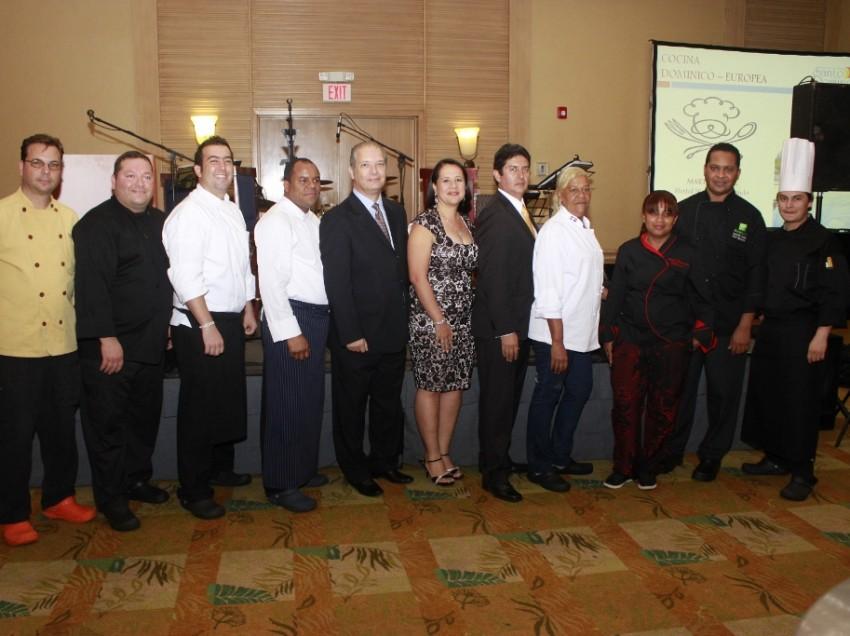 """Asociación de Hoteles de Santo Domingo celebró cena Cena benéfica """"Sabor Capital 2014"""""""