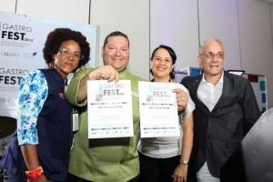 Rosa Gómez, Carlos Contreras (con sus dos premios), Lina Matos y Denis Matas