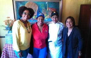 Rosa María Gómez, Milka Hernández, Esperanza de Lithgow y Rosa María Guzmán